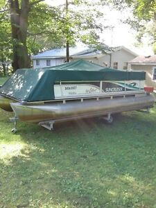 SUNCRUISER PONTOON BOAT with TRAILER