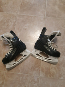 Bauer hockey skates....mint condition