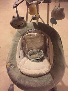 """Swing Chair made by """"Ingenuity"""" Oakville / Halton Region Toronto (GTA) image 4"""