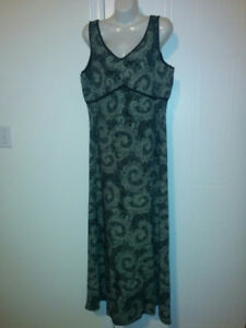 Figure Flattering Black & Taupe Long Sleeveless Gown - Size 12