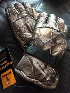 Browning Real Tree Winter Gloves. New with tags