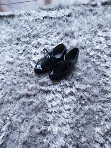 Tap shoes size 3 or 4 year old