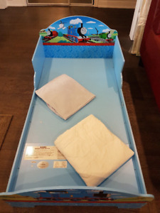 KidKraft Thomas Toddler Bed + Matterss + Bedding