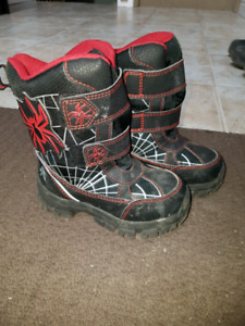Boys size 9 winter boots
