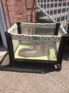 Graco Playpen with carrying Bag