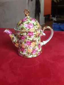 China Tea Pot  (Staffordshire)