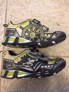 Boys Geox Shoes Size 1 London Ontario image 3