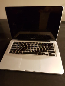 SELLING i7 13 INCH MACBOOK PRO (Early 2011)