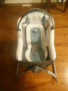 Graco Little Lounger 2 in 1 Kitchener / Waterloo Kitchener Area image 2