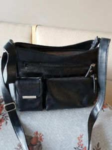 Black leather purse very good condition