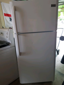 Beautiful Frigidaire fridge  *2 years old * will deliver