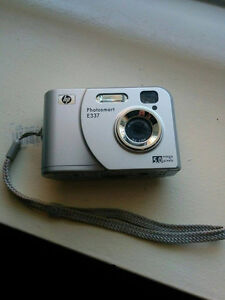 HP Camera with 1GB SD!
