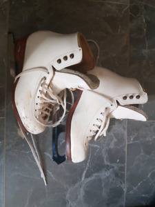 Riedell size 2 Figure Skates