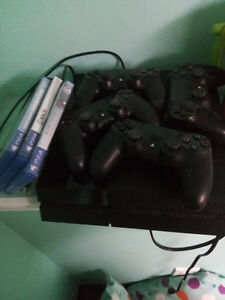 Sony PlayStation 4, 4 controllers, 3 games