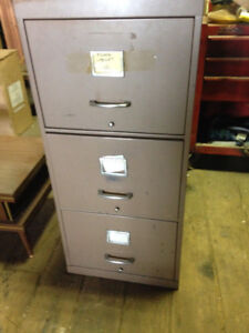 Filing Cabinet 3 drawers $40