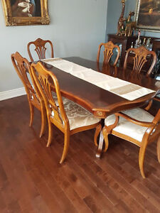 Beautiful Solid Wood Dining Table With Chairs and Extensions!