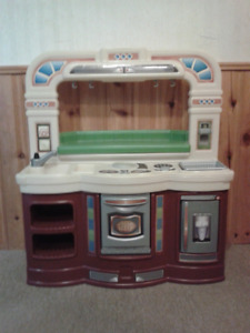 Little Tikes Play Kitchen in Excellent Condition