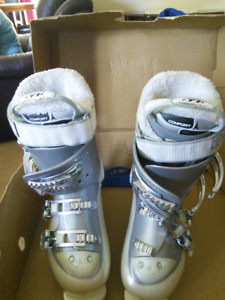 Atomic ski boots women's size 23.5 (size 7) Comfort thermal fit