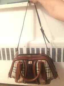 BURBERRY Handbag ! EXCELLENT CONDITION !