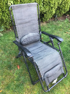 2 outdoor patio reclining chairs