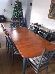 Table bois avec 6 chaises rallonge et buffet