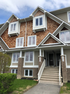 Modern 2 Bed 2 bath(2 are en-suites) Condo in Avalon/Orleans