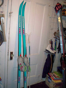 195'S ROSSIGNOL WAXABLE C.C.SKIES,POLES,3PIN,W.SIZE7SHO