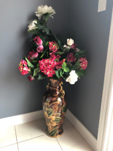 Beautiful Flower Vase - NEW CONDITION