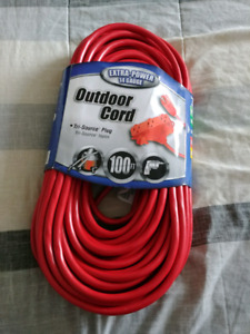 100 ft. Outdoor Extension Cord with 3 Outlets - Brand New