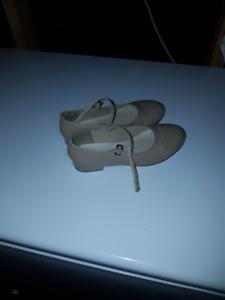 Beige Tap Shoes Size 13-1/2 - Souliers claquette beige 13-1/2