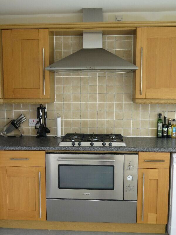 Hotpoint Electric Cooker, 5 Ring Gas Hob & Extractor - 900mm Wide