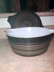 Brown Glass Pyrex Ovenware