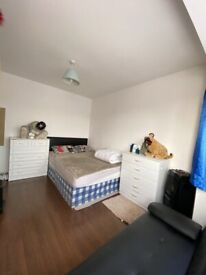 Double room next to Alperton Station, Piccadilly Line. All bills incl.
