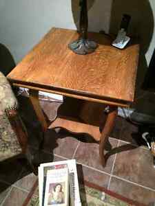 Lovely antique solid oak occasional/parlour table