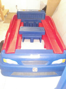 2 piece boys cars twin bed set in gd condition, without mattress