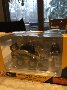 Caterpillar 272C 1:50 Scale Collectible Model With Work Tools