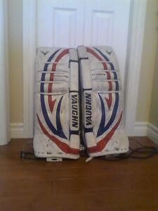 "Vaughn V5 28+1"" goalie pads"