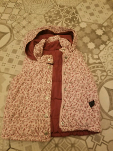 Girls size 3 fall/winter vest - gap - great condition