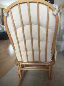 Glider - Excellent Condition - $60 Cambridge Kitchener Area image 2