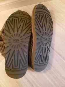 UGGS Cable Knit Size 8 London Ontario image 3