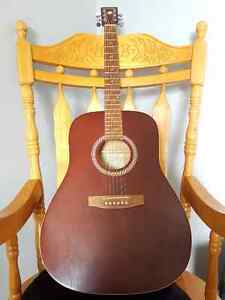 Art & Lutherie Wild Cherry Acoustic