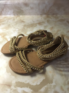 BNWOT Girls Size 2 Gladiator Sandals