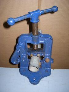 Étaux à tuyau (outil de plomberie)