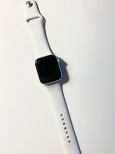 Apple Watch Series 4 White Sportband 40mm Silver Aluminum Case