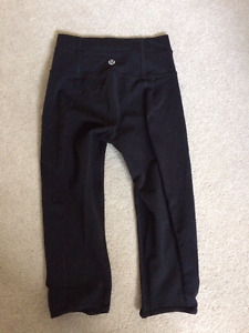 Ladies knock-off Lululemon short black leggings