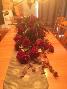 Flowers arrangement for dining table