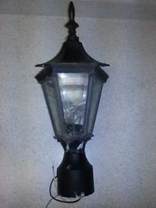 POST AND WALL LAMP (BLACK)