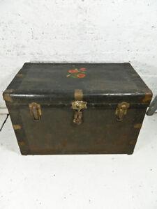 Gros coffre en métal (shabby style) Antique
