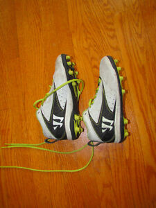 Warrior Field Lacrosse Shoes Youth Size 1.5