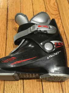 Youth downhill ski boots